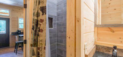 Ash Cave Cabin - Bathroom