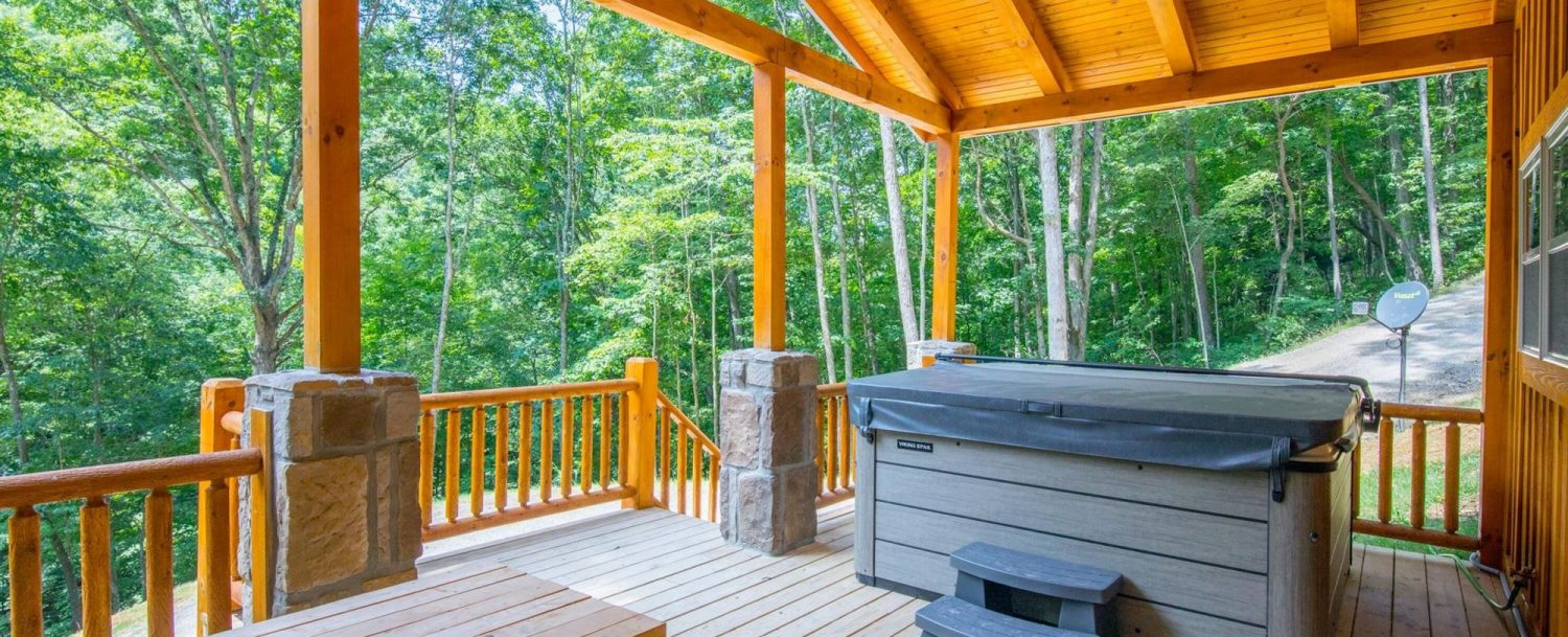 Ash Cave Cabin - Hot Tub on Porch with Picnic Table