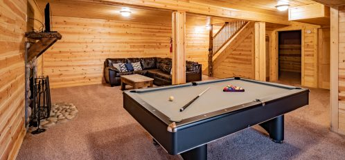 Bison Lodge - Pool Table in Downstairs Den