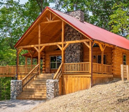 Double Down Lodge - Exterior Wide Shot