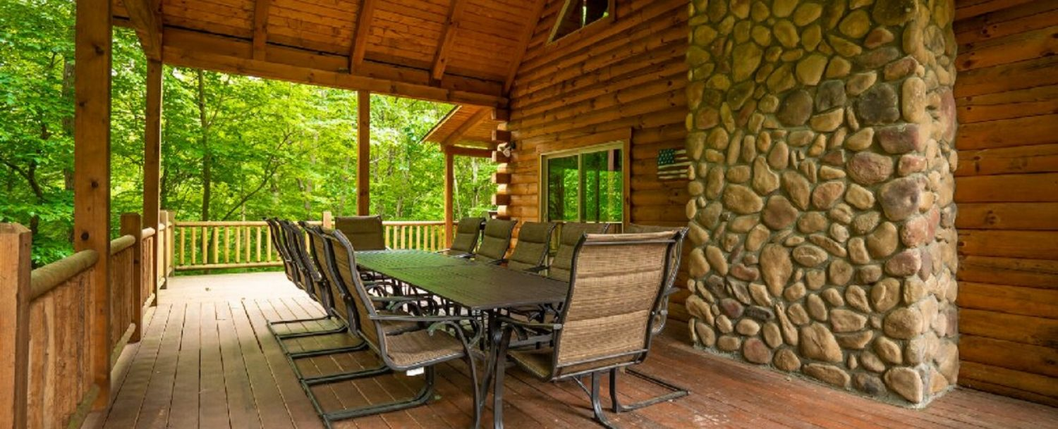 Freedom Lodge - Large Porch Seating Area