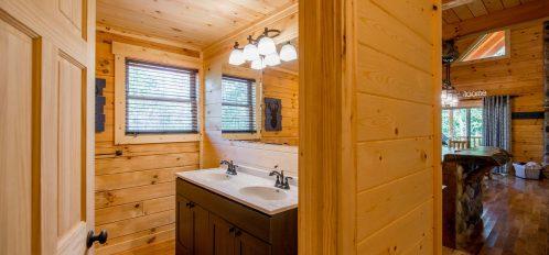 Hidden Creek Lodge - Bathroom