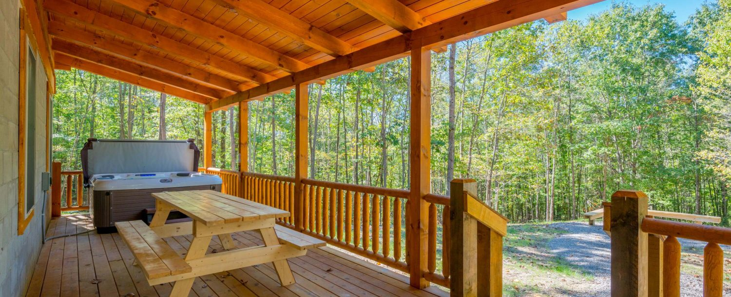 Hidden Creek Lodge - Porch with Picnic Table and Hot Tub