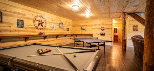 Liberty Lodge - Downstairs Den with Pool and Ping Pong Table